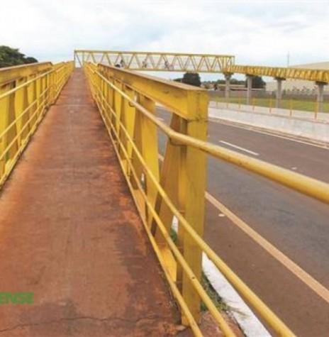Passarela sobre a BR-163, em Marechal Cândido Rondon, inaugurada em agosto de 2014. Imagem: Acervo AquiAgora.net - FOTO 3 -