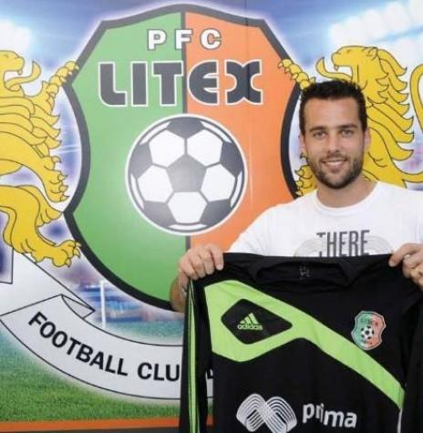 Goleiro rondonense Vinicius Barrivieira, no momento da apresentação junto ao PFC LITEX, da Bulgária.  Imagem: Acervo O Presente - FOTO 2 -