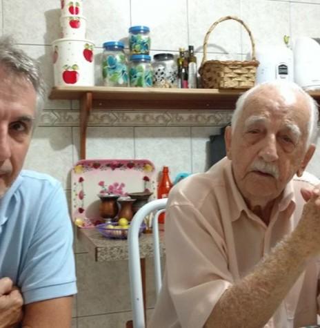 O pioneiro Oscar Kaefer com o filho Valdir (Nuki).  Imagem: Acervo pessoal - FOTO 5 -