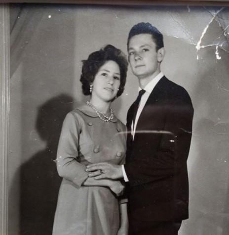 Casal Margarida Eugênia (nascida Martinazzo) e Ermin Alebrandt em foto do dia de seu casamento, em 15 de julho de 1967.  Imagem: Acervo da família - FOTO 4 -