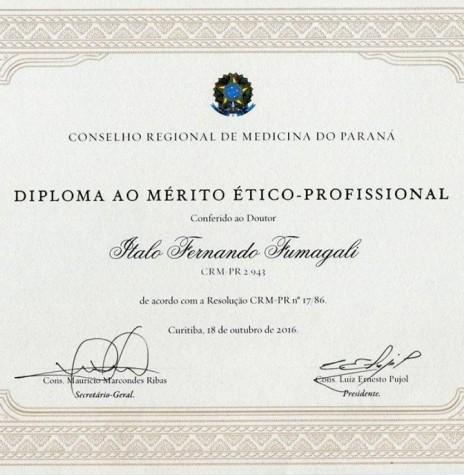Diploma ao Mérito Ético-Profissional recebido pelo Dr. Ítalo Fernando Fumagalli do Conselho Regional de Medicina do Paraná, em outubro de 2016.  Imagem: Acervo pessoal - FACEBOOK - FOTO 10 -