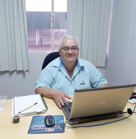 Luiz Carlos Rodrigues que completou 40 anos como funcionário da Cooperativa Agroindustrial Copagril, em começo de setembro de 2018.  Imagem: Acervo pessoal - FOTO 7 -