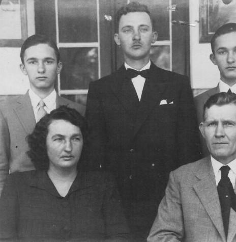 Casal  Elly (nascida Luersen) e Rodolfo Rieger  com os filhos Orlando, Norberto e Herbert.  Imagem: Acervo Friedrich e Sandra Rieger.