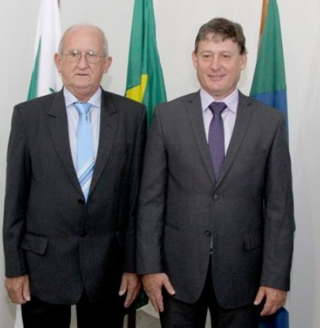 Jones Heiden (d) e Ari Maldaner reeleitos prefeito e vice-prefeito de Entre Rios do Oeste, respectivamente. Imagem: Acervo O Presente - FOTO 8 -