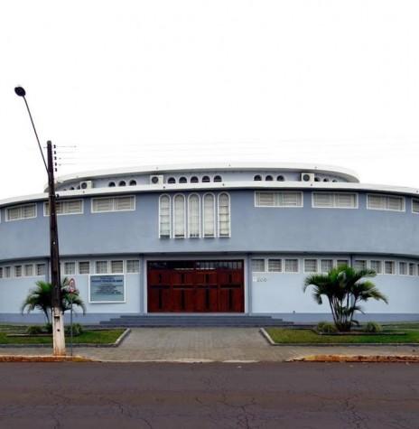 Igreja Matriz Católica Sagrado Coração de Jesus, da cidade de Marechal Cândido Rondon, cuja edificação começou em setembro de 1960. Imagem: Acervo Memória Rondonense
