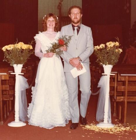 Casal de noivos Nelson Bleich e Genici Weyh que se casaram em 24 de dezembro de 1983.  Imagem: Acervo do casal - FOTO 3 -
