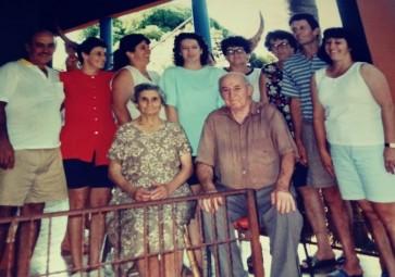 Casal Gracia e Antonio Bendo com os filhos.