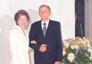 Casal Norma (nascida Pöttker) e Arlindo Alberto Lamb fotografado no dia da comemoração de suas Bodas de Ouro, em