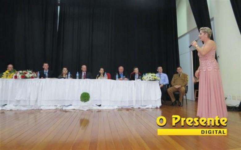 Cleci Rambo Loffi em seu discurso de posse para um novo mandato como prefeita municipal do município de Mercedes.  Imagem: Acervo O Presente Digital Crédito : João Livi - FOTO 10 -