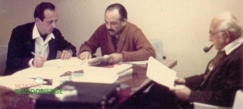 Henry Gerber, agronômo teuto-estadunidense (a direita) foi enviado  ao Brasil pelos Estados Unidos para fomentar o cooperativismo agrícola.  Imagem: Acervo Ocepar - FOTO 1-
