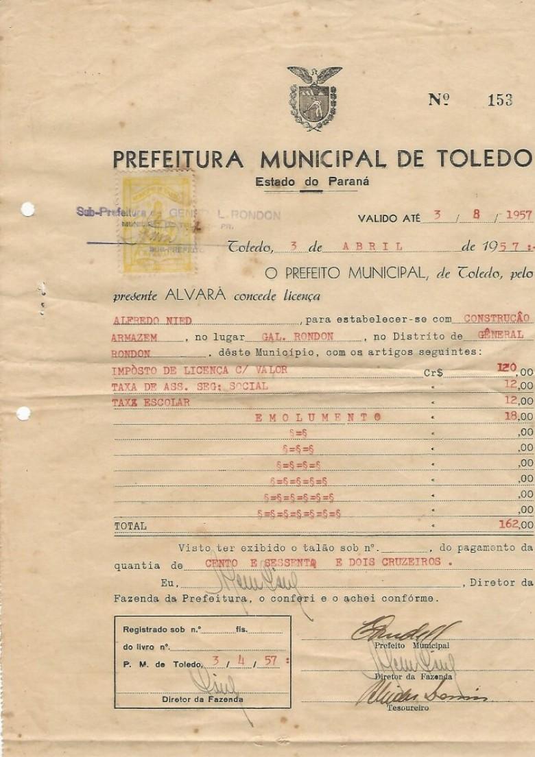 Álvara emitido pela Prefeitura Municipal de Toledo, via sub-prefeitura do distrito de General Rondon. No carimbo ao alto, à esquerda, no carimbo está a assinatura do então subprefeito, senhor Henrique Sturm.  Imagem: Acervo Walmor Nied