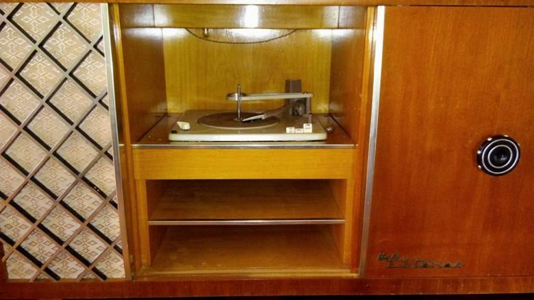 Detalhe do toca-discos da vitrola.  Imagem: Gilson Scherer