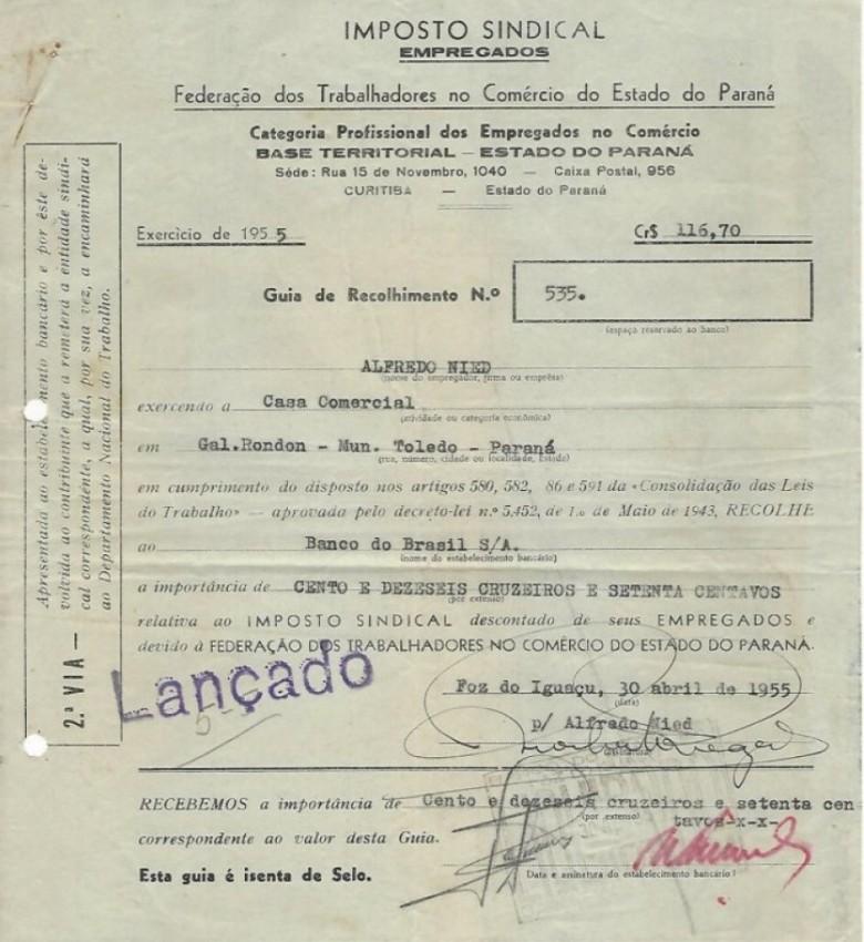 Recibo de pagamento do Imposto Sindical - Empregados - a Federação dos Trabalhadores no Comércio do Estado Paraná, exercício 1955,  referente aos empregados  Jacy A. Weizermann e Arno Anschewski.  Imagem: Acervo Walmor Nied