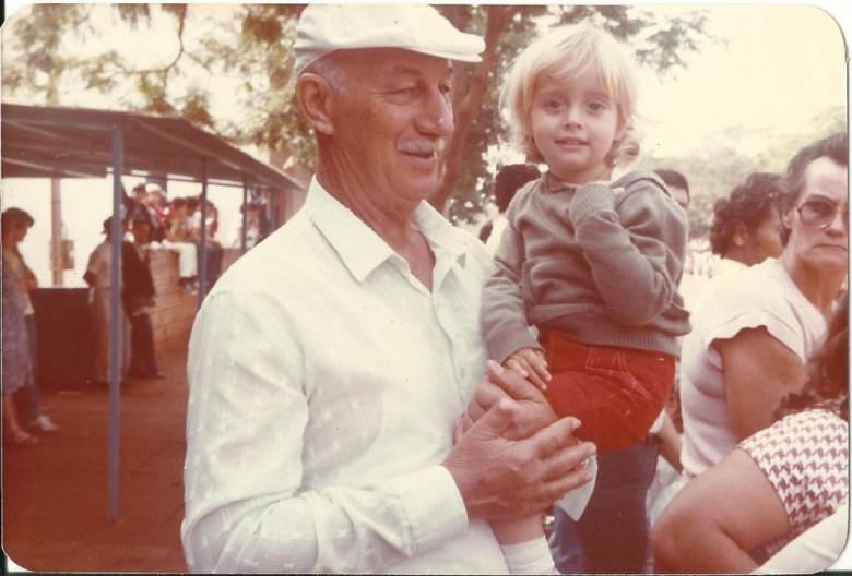 Hartwig Schade com o neto, fotografados em Rondônia.