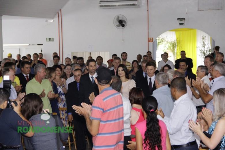 Outro aspecto da chegada do prefeito eleito Marcio Andrei Rauber ao Clube Aliança.  Imagem: Acervo Memória Rondonense - Crédito: Tioni de Oliveira