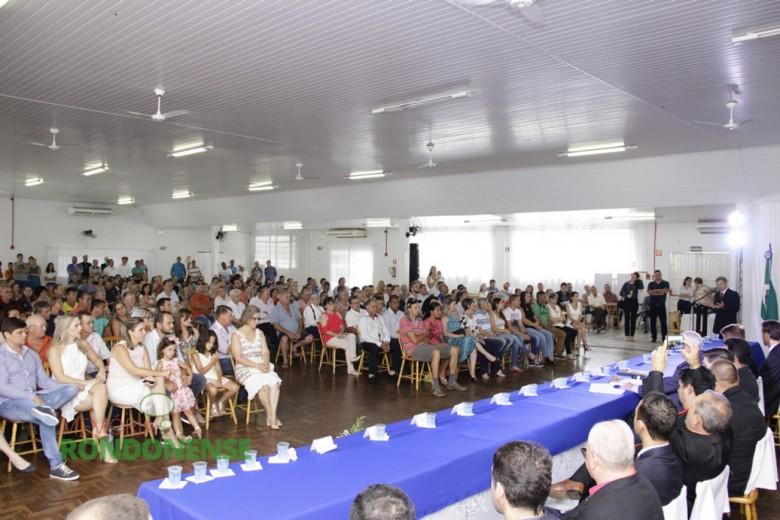 Detalhe do público presente a Sessão Solene de Posse no Clube Aliança. Imagem: Acervo Memória Rondonense - Crédito: Tioni de Olveira