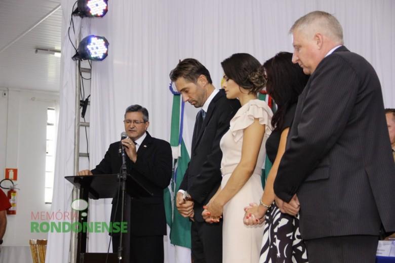 Outro aspecto do momento de oração conduzido pelo pastor Vicente Mariano durante a Sessão Solene de Posse.  Imagem: Acervo Memória Rondonense - Crédito: Tioni de Oliveira