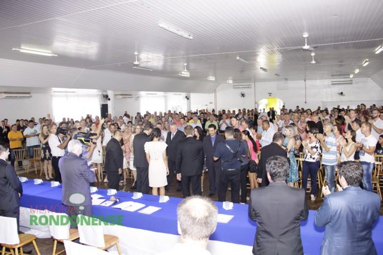 Detalhe da chegada do vice-prefeito eleito Ilário (Ila) Hofstetter ao Clube Aliança.  Imagem: Acervo Men de Sá - Crédito: Tioni de Oliveira
