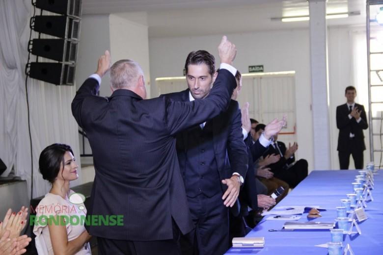 Cumprimento do vice-prefeito Ilário Hofstetter e do prefeito eleito Márcio Andrei Rauber - Crédito: Tioni de Oliveira