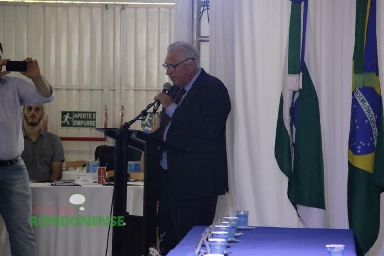 Discurso do vereador Pedro Rauber, presidente da Câmara Municipal, durante a Sessão Solene.  Imagem: Acervo Memória Rondonense - Crédito: Tioni de Oliveira