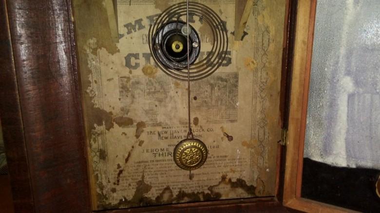 Detalhe do pêndulo do relógio centenário.  Imagem: Gilson Scherer