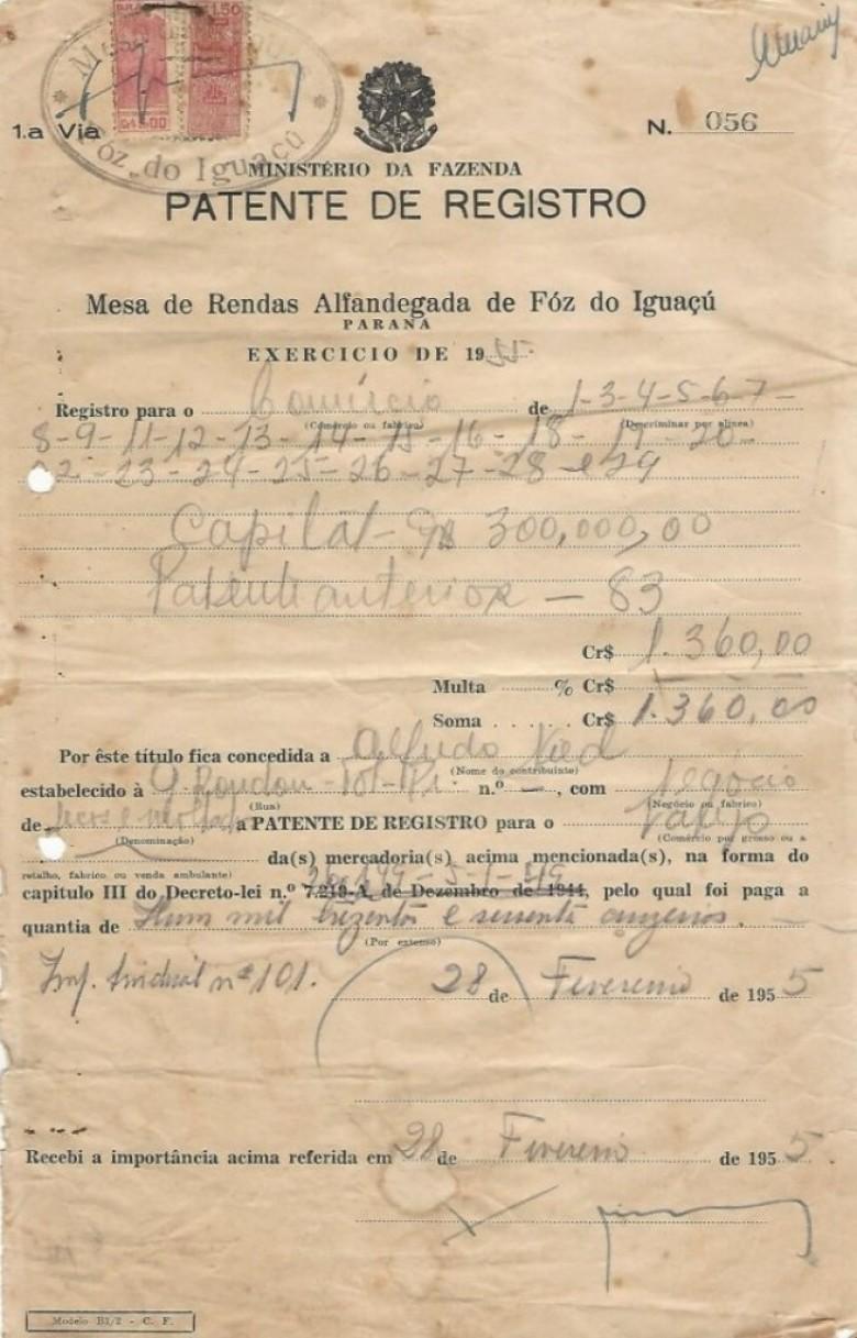 Recibo de pagamento das taxas federais, exercício 1955,  referente a Patente de Registro de venda de secos e molhados.  Imagem: Acervo Walmor Nied