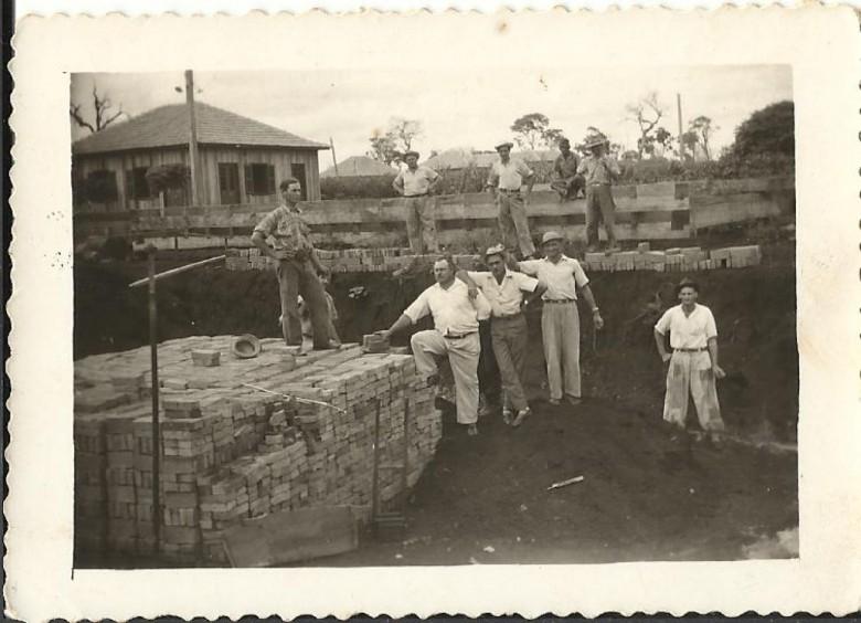 Outra vista da construção da fundação do extinto moinho.