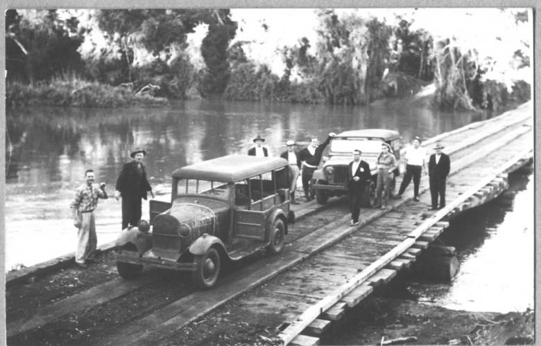 Visita a Santa Helena, na travessia da ponte sobre o Rio São Francisco Falso, em 1961.