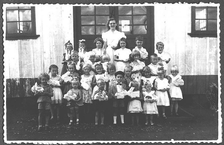 Lori Guthoff e o primeiro jardim de infância, em  1954.