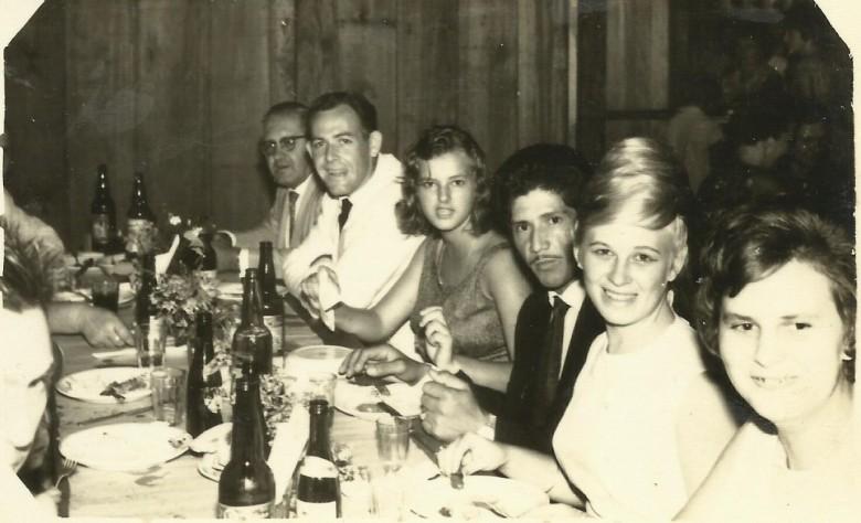 Outra vista da comemoração festiva do casamento de Arno Ervino Ritter e Nercy Koch