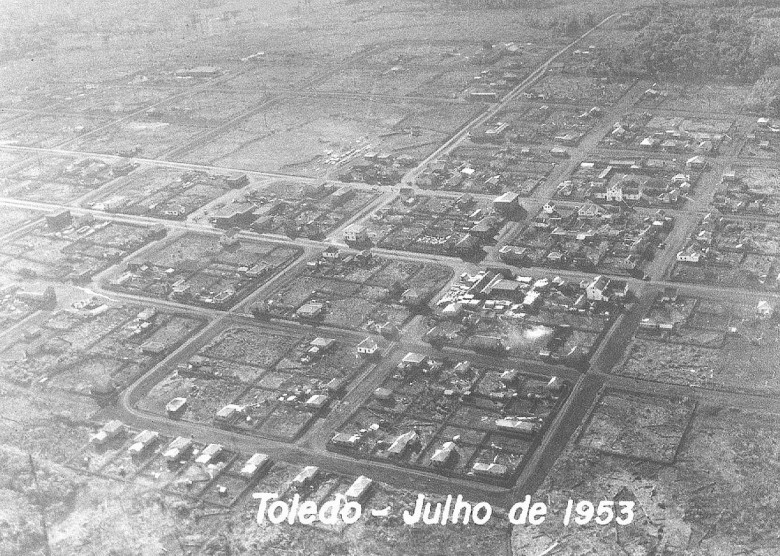 Vista aérea de Toledo, PR,  em 1953.