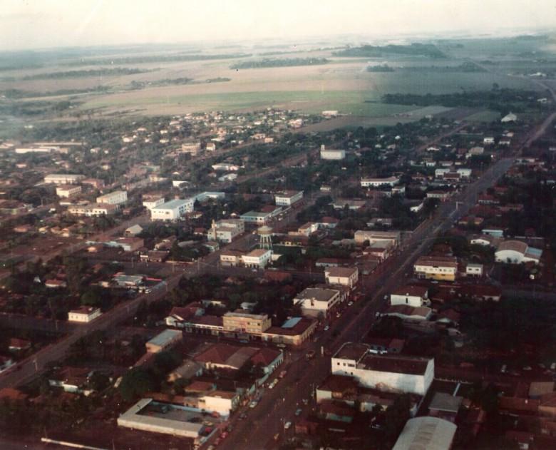 Vista aérea da cidade de Marechal Cândido Rondon (PR), em 1975.