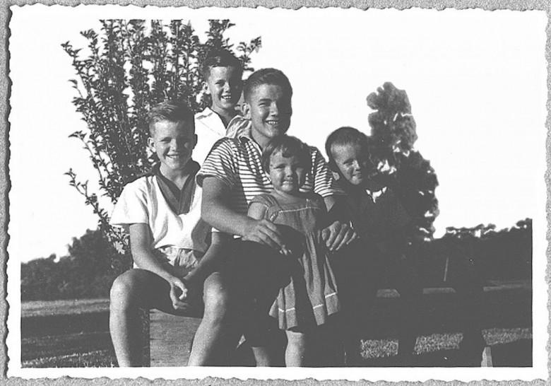 Os irmãos Seyboth: Dr. Hippi (Dietrich Rupprecht, no centro),   Dieter Leonard, Matias, Pedro (Pedrinho) e , Ingrun (Guni), em 1960.