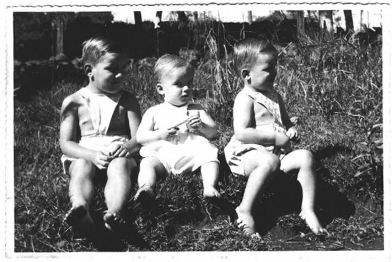 Os irmãos Dr. Hippi, Matias e Dieter, em Ipira, SC, em 1951.