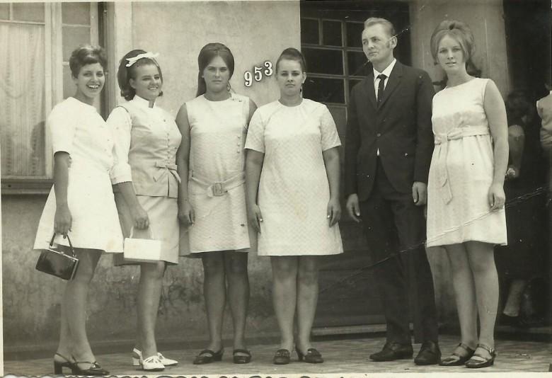 Filhos do pioneiro casal Edmundo e Hilda Zastrow Koch; da esquerda a a direita: Carmen, Valmi, Nercy, Lori, Ivo e Neomia.  Imagem: Acervo Clélia Regina Ritter
