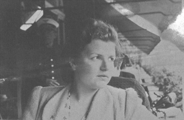 D. Ingrun na Estação de Würzburg, Alemanha, em  1939.