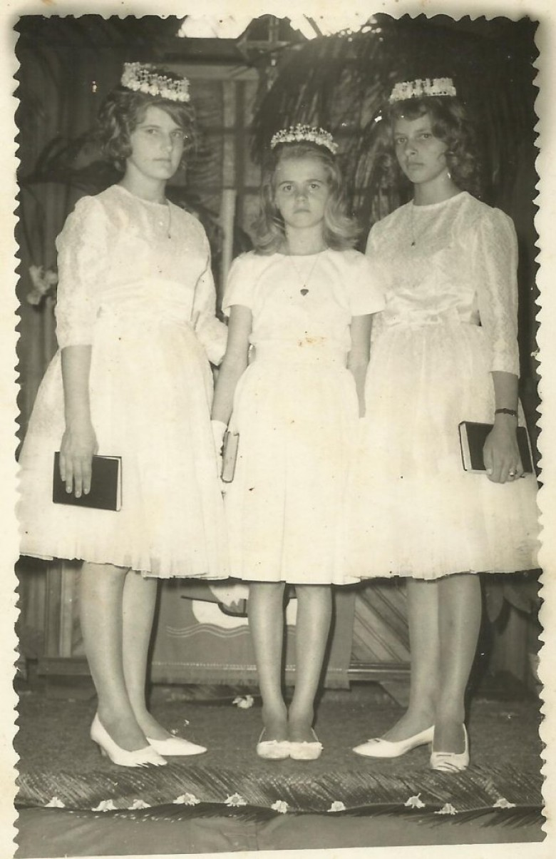 Confirmação  das adolescentes pioneiras, da esquerda a direita: Clarice von Borstel, Clausia Weirich e Carmen Koch, na Igreja Evangélica Martin Luther.  Imagem: Acervo Clelia Regina Ritter