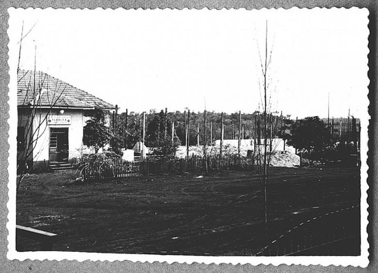 Hospital Filadélfia - Execução da 2° etapa, erguimento das paredes da vista frontal.1960.