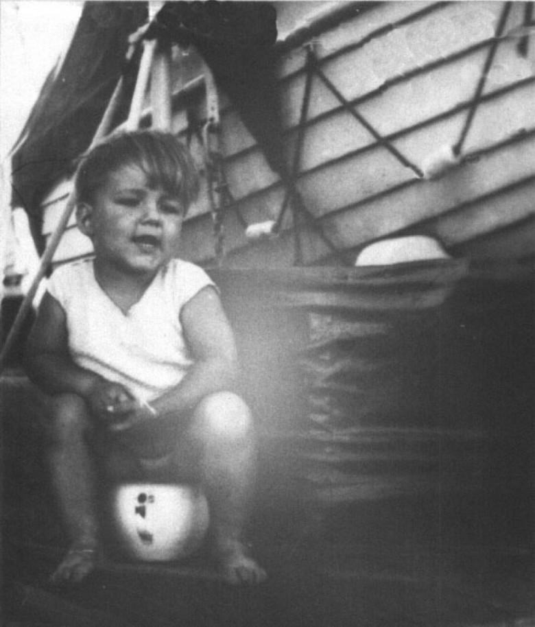 Dr. Hippie no navio, em 1946, com destino ao Brasil.