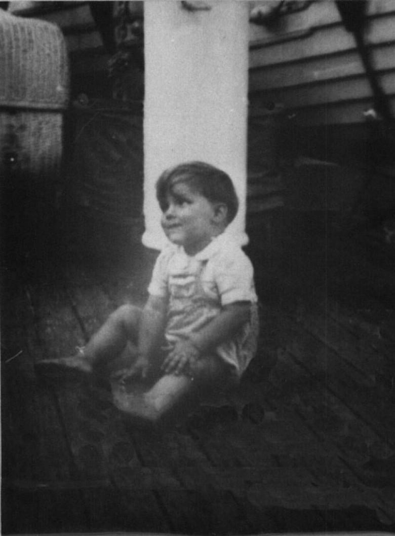 Dr. Hippie no navio, 1946, quando seus pais emigraram da Alemanha para o Brasil, em 1946