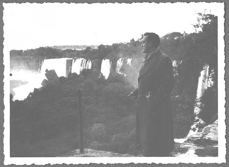 Dr. Seyboth pela primeira vez  nas Cataratas do Iguaçu, em 1954.