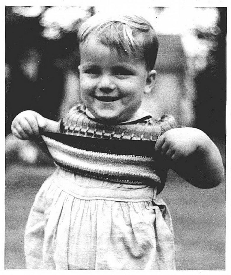 Matias Seyboth. filho do casal Ingrun e Dr. Frie drich Rupprecht Seyboth, em traje infantil, na cidade de Ipira, SC,  em 1952.