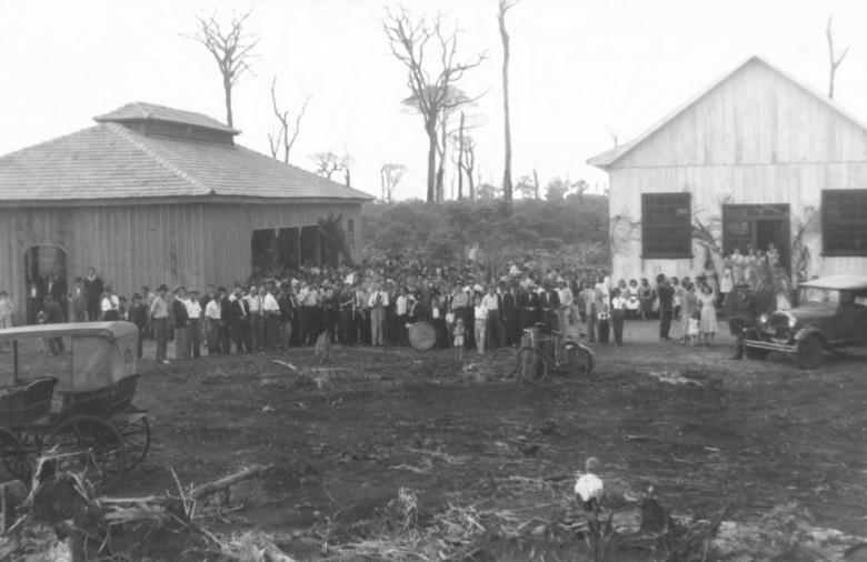 Inauguração festiva do primeiro pavilhão de festas da Comunidade Evangélica Martin Luther, em  1954.