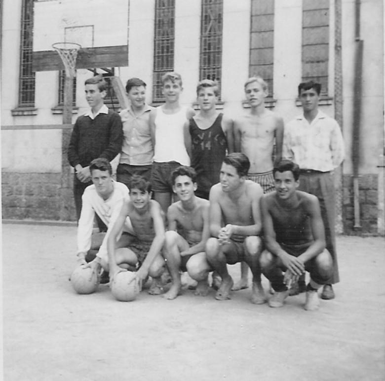 Time de Marechal Rondon junto com internos do Internato Concordia, Porto Alegre, RS. 1961.
