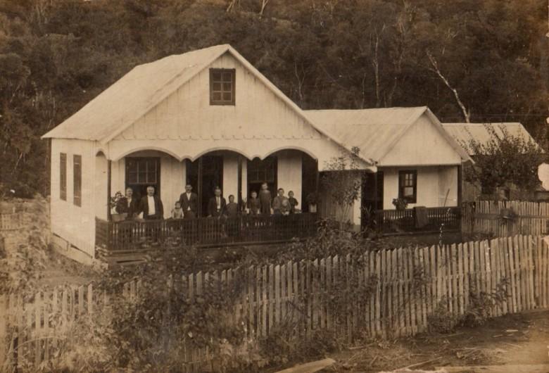 Residência do casal pioneiro rondonense Catarina (nascida Michaud) e Leopoldo Witeck, no interior do município de Peritiba, SC.