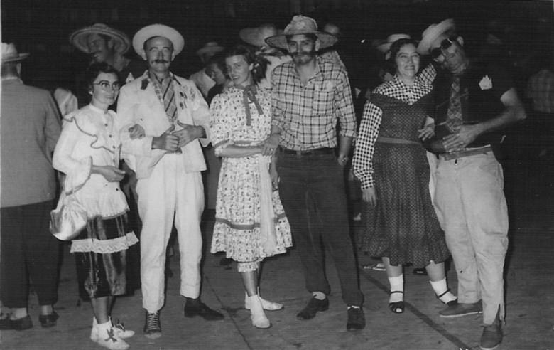Festa de São João, 1956. Arlindo Lamb e esposa; Werner Wanderer e esposa, e Alfredo Nied e esposa.