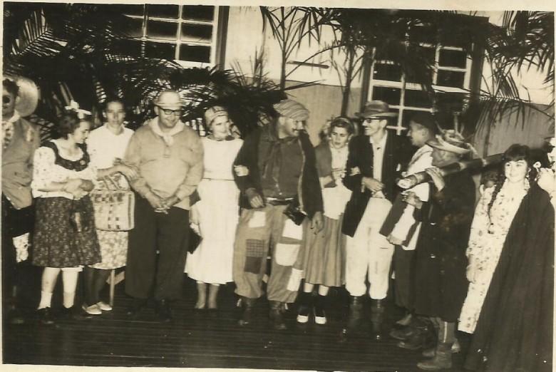 Pioneiros rondonenses comemorando São João, no final da década  de 1950.