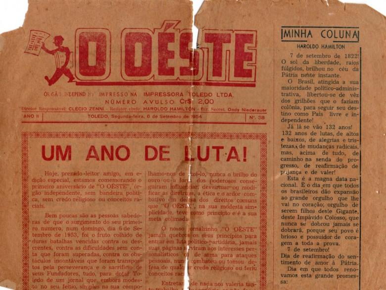Parte superior da capa da edição comemorativa de um ano do então jornal