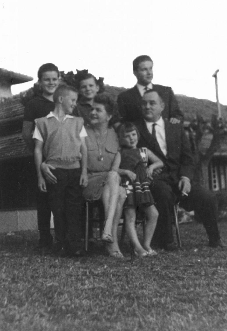 Família Seyboth, em  1962. Ao fundo, da esquerda a direita: Dieter Leonard, Matias, Dietrich (Dr. Hippi).  A frente: Pedro (Pedrinho), D. Ingrun, filha Ingrun (Guni) e Dr. Frierich Rupprecht Seyboth.
