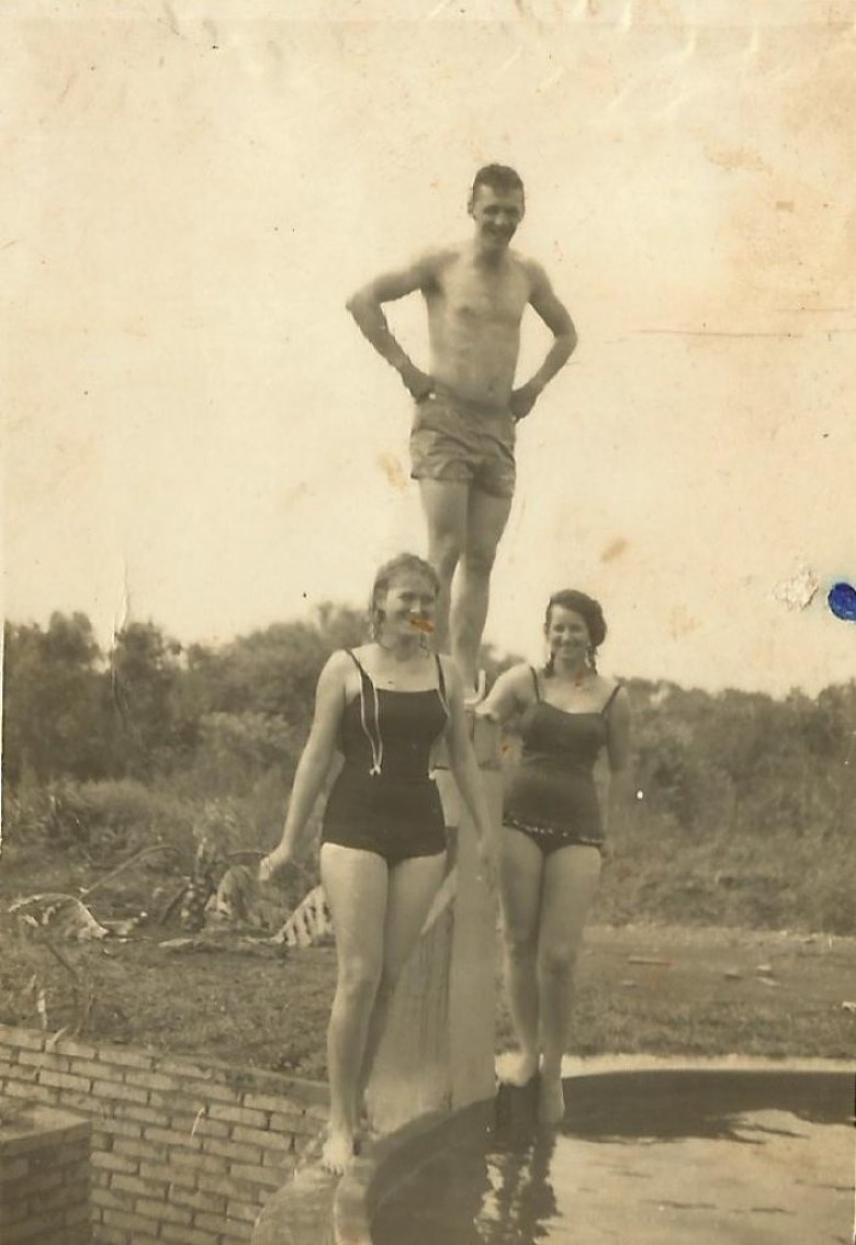 Arno Ervino Ritter e as jovens  Lori e Noêmia Koch.